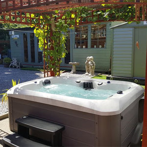 Outdoor Refresh Hot Tub