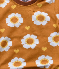 Load image into Gallery viewer, Moromini Organic 70's Flower T-Shirt