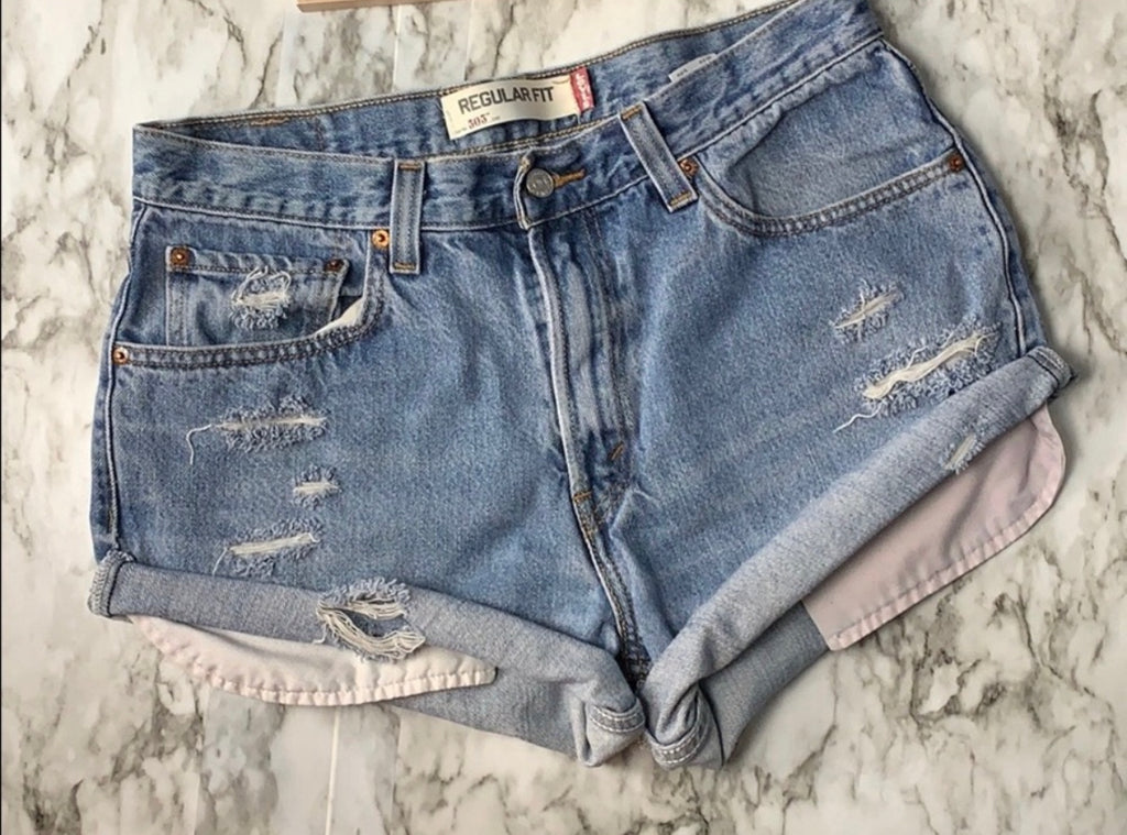 THE SCAVENGER COLLECTION: Women's Levi 505 Denim Shorts- Size 32