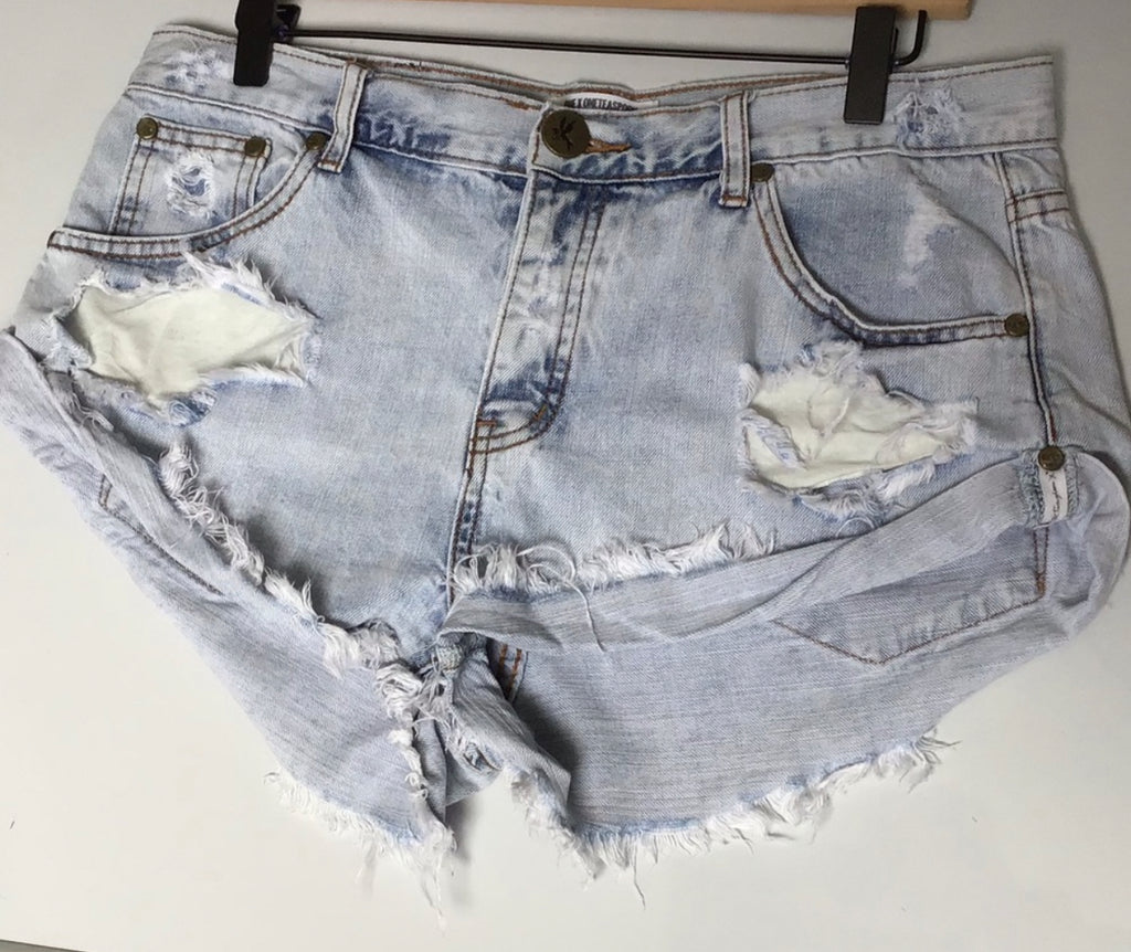 THE SCAVENGER COLLECTION: Womens One Teaspoon Bandits High Rise Button Fly Denim Shorts - Size 29