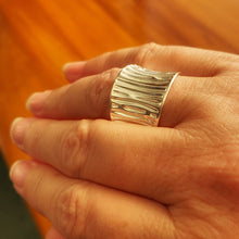 Load image into Gallery viewer, Silver cuff ring