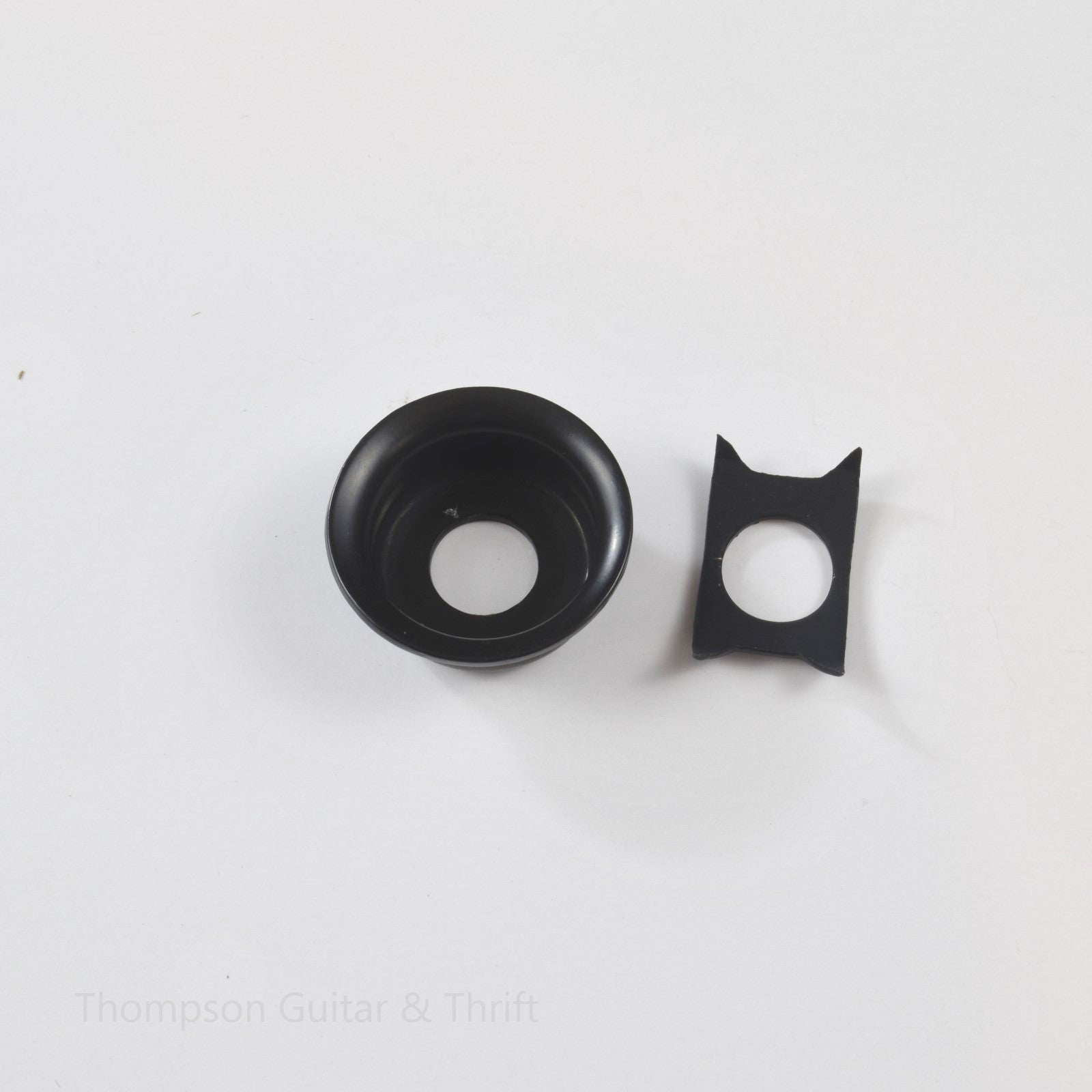 Black Telecaster Style Round Cup Jack Plate w/Retainer Clip