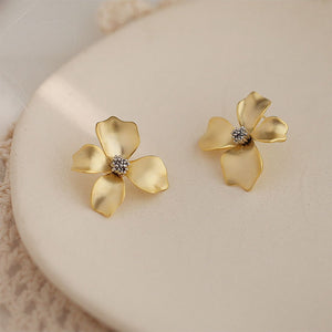 Fashion Matt Metal Flower Stud Earrings Cold Wind Temperament Simple Trendy Statement Earrings for Girls Gift Jewelry
