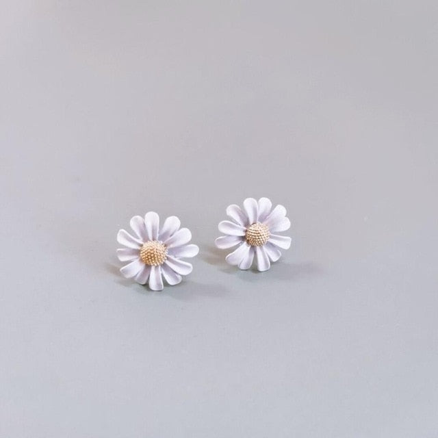 Korean Female Fashion Wild Asymmetric Daisy Flower Silver color Needle Earrings Suitable For Banquet Anniversary Gift Jewelry