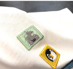 Cute emoticon embroidery micro chapter T-shirt