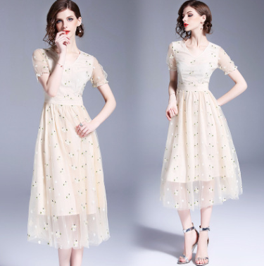 2018 European and American new embroidered dress in the long section short-sleeved summer A-line skirt mesh