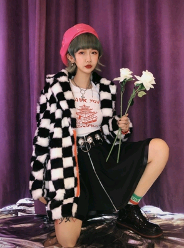 Black and white checkerboard placket in the long version of the fur 2018 autumn and winter new hip hop coat