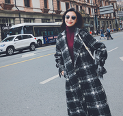 Black and white plaid woolen coat female long section Korean version 2018 new autumn and winter loose waist over the knees Hepburn coat