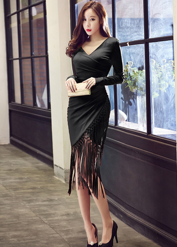 V-neck Long-sleeved Tassel Bodycon Dress