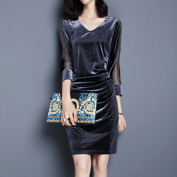 Vintage velvet stitching in a long V-neck waist pocket hip dress