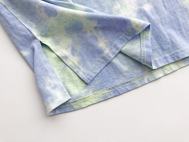 Washed and worn tie-dyed short sleeves