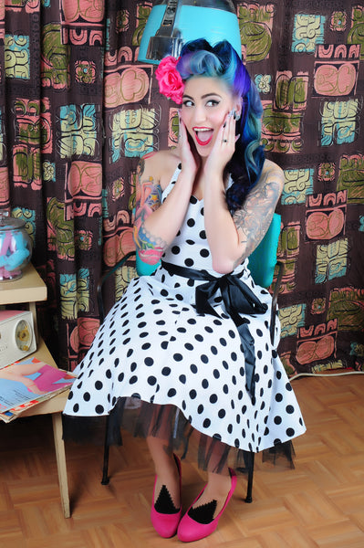 retro photoshoot polkadot dress