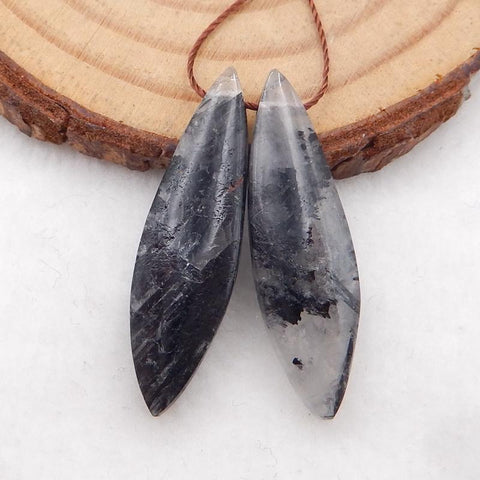 Tie shape earrings stone