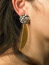 Load image into Gallery viewer, Aimo Earrings - White gold / Gold - Pair