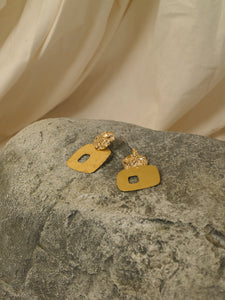 Uneva Earrings - Gold - Pair