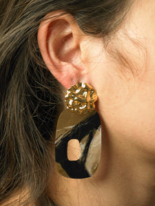 Elongated Uneva Earrings - gold/Interference - Pair