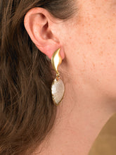 Load image into Gallery viewer, Vaia Drop Earrings - Gold - Pair