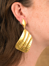 Load image into Gallery viewer, Vena Earrings - Gold