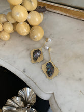Load image into Gallery viewer, Hepha Earrings - Gold/Black