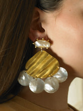 Load image into Gallery viewer, Nuaga Earrings - Gold