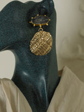 Load image into Gallery viewer, Monaca Earrings - Gold / Black
