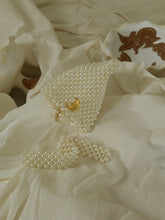 Load image into Gallery viewer, Artisanal Heva Pearl Clutch - Pearl/Gold