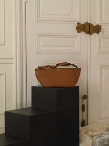 Artisanal Asteria Handbag - Brown