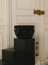 Load image into Gallery viewer, Artisanal Asteria Handbag - Black