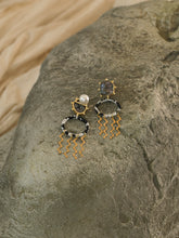 Load image into Gallery viewer, Camea Earrings - Gold/Black