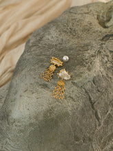 Load image into Gallery viewer, Vala Earrings - Gold/White