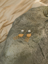 Load image into Gallery viewer, Nanami Earrings - Gold