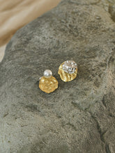 Load image into Gallery viewer, Ambra Earrings - Gold/ White Gold