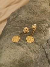 Load image into Gallery viewer, Nerina Earrings - Gold