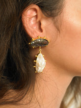 Load image into Gallery viewer, Galia Earrings - Gold/Black - Pair