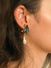 Load image into Gallery viewer, Uda Earrings - Gold/Black - Pair