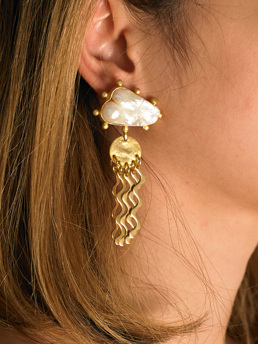 Vala Earrings - Gold/White