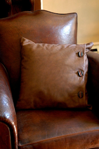 Leather, A Touch of Luxury For Your Home Décor