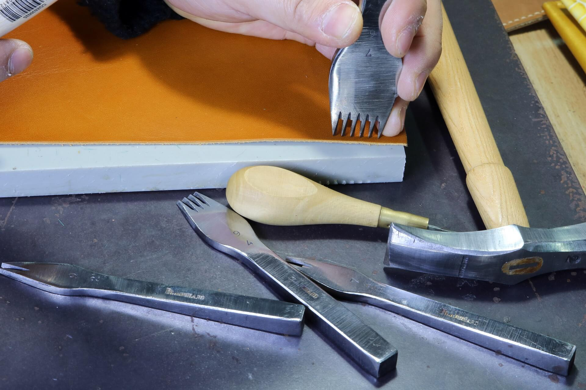 5 Tools Every Beginner Leather Craftsman Should Have