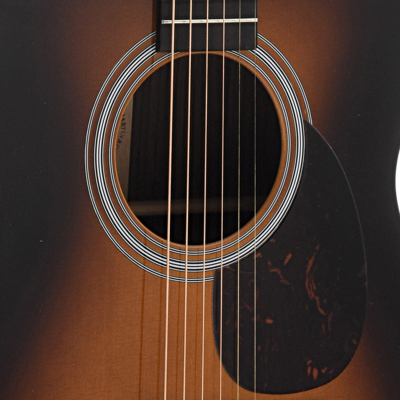 Martin OM-21 (2018) Sunburst Guitar & Case