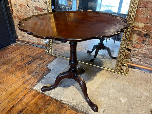 Early Georgian mahogany pie crust tilt top tea table