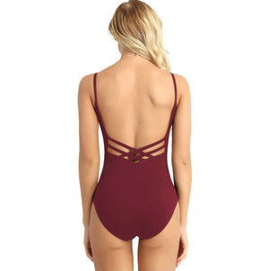 Backless leotard, burgundy red in colour, thin spaghetti shoulder straps, made of cotton and polyester. For ballet or as everyday dancewear. Pas de bourree dancewear basic collection.
