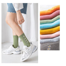 Load image into Gallery viewer, Daisy Print Cotton Blend Comfy Crew Socks - MoSocks