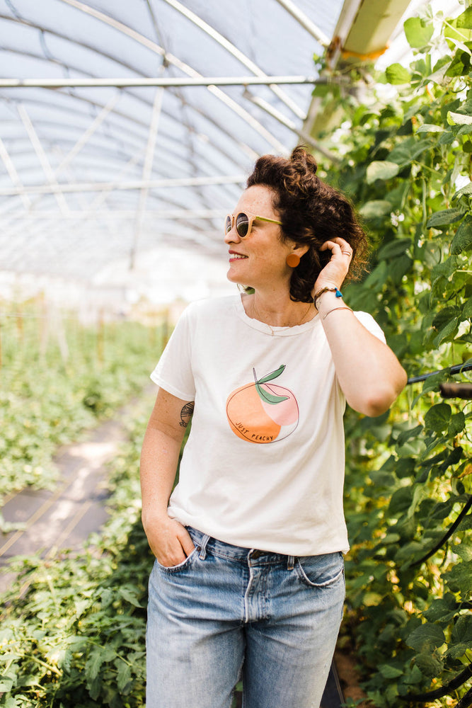 the just peachy tee | white