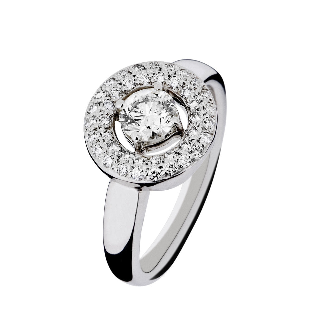 Beautiful white gold 18k ring set with diamonds.