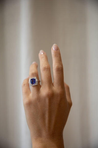 18K WHITE GOLD TANZANITE AND DIAMOND CLUSTER RING