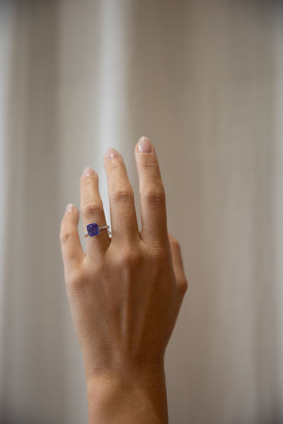 White Gold Tanzanite Solitaire with Side Diamonds