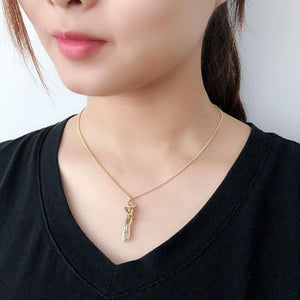Hugging Pendant Necklace