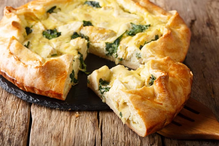 Artichoke pie with eggs and cheese