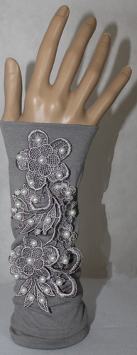 GREY APPLIQUE SLEEVE