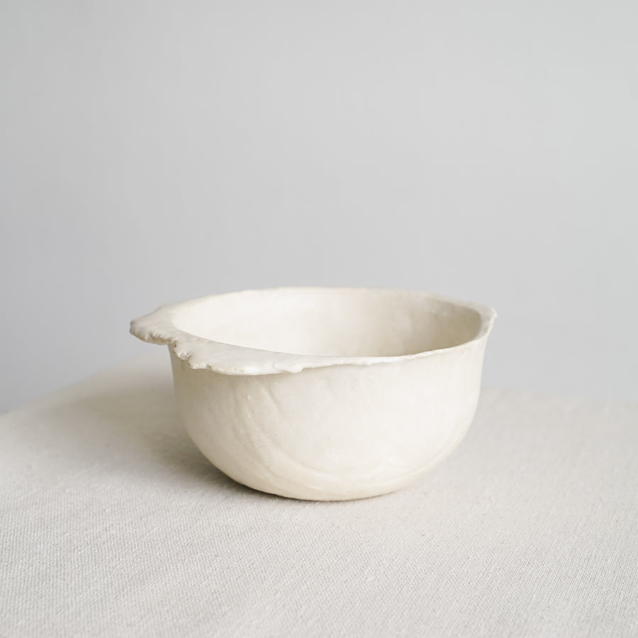 N02003 Small White Ikebana Stoneware Bowl